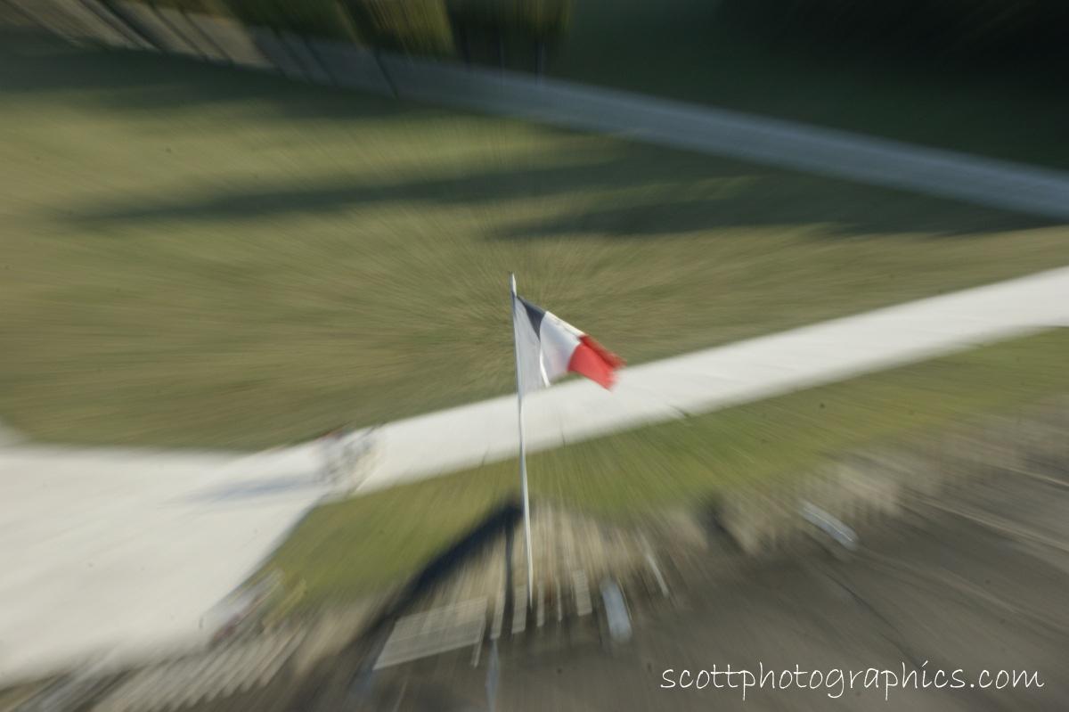 http://www.images.scottphotographics.com/Lens-Zoom-Blur-Effect/Lens-Zoom-Blur-Effect02.jpg