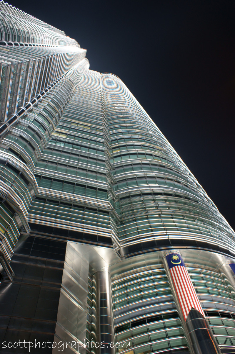 http://www.images.scottphotographics.com/shot-of-the-day/%2312/petronas-towers-kuala-lumpur-malaysia-2.jpg