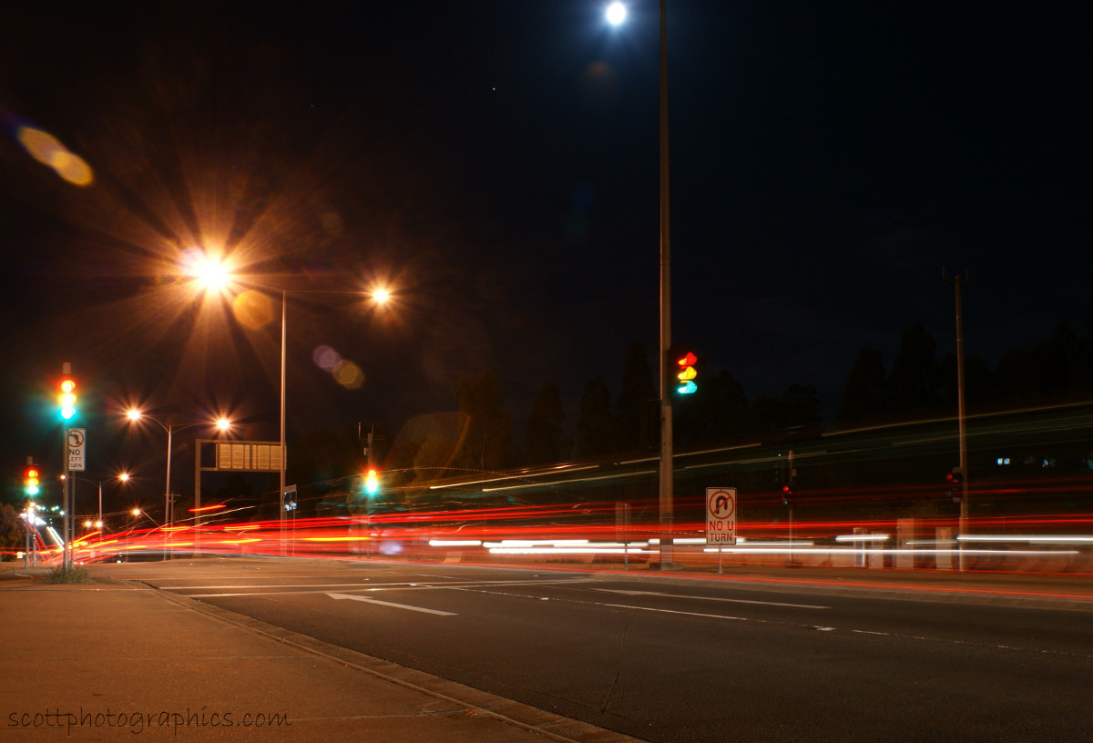 http://www.images.scottphotographics.com/shot-of-the-day/%2313/urban-lights-of-melbourne-suburbs-2.jpg