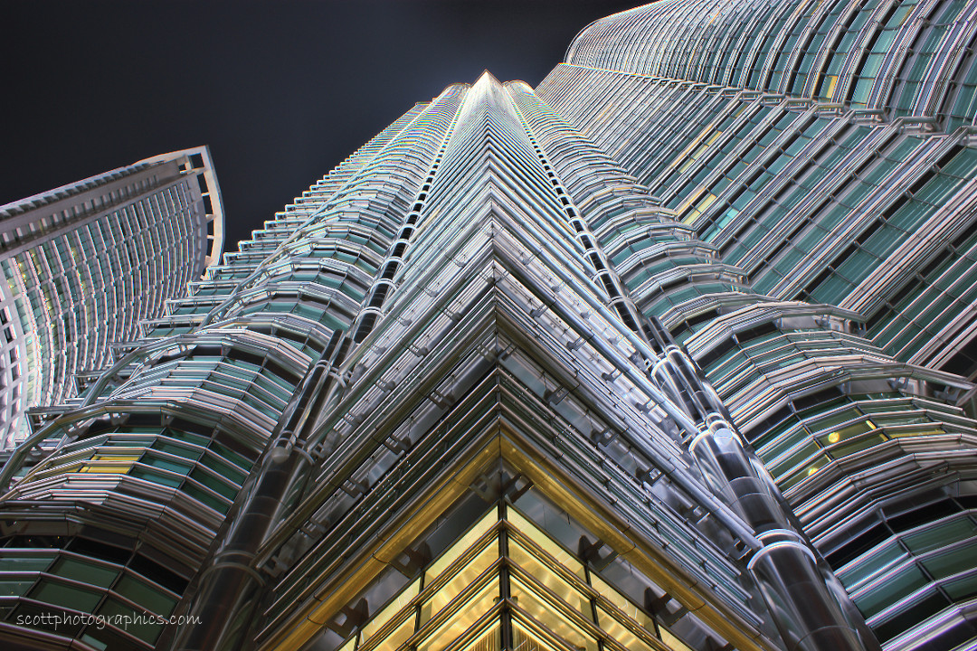 http://www.images.scottphotographics.com/shot-of-the-day/%2315/petronas-towers-kuala-lumpur-malaysia-3.jpg