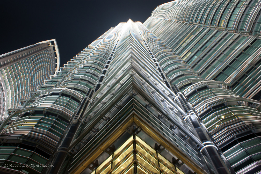 http://www.images.scottphotographics.com/shot-of-the-day/%2315/petronas-towers-kuala-lumpur-malaysia-4.jpg