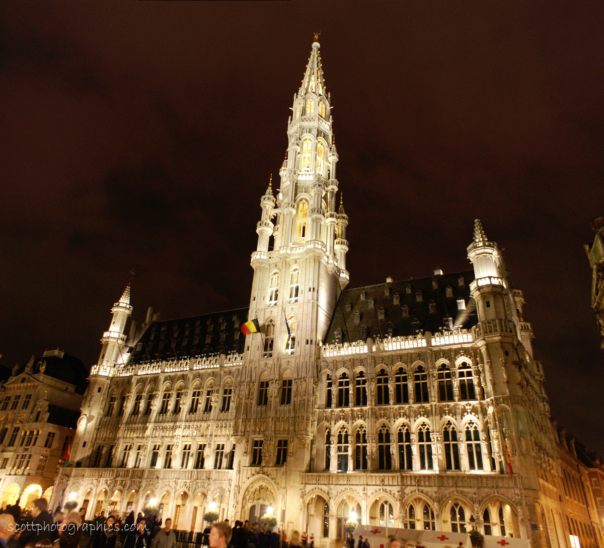 http://www.images.scottphotographics.com/shot-of-the-day/%2317/brussels-town-hall-1.jpg