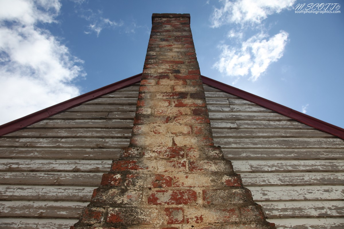 http://www.images.scottphotographics.com/shot-of-the-day/%2327/brick-chimney-cottage-victoria-2.jpg
