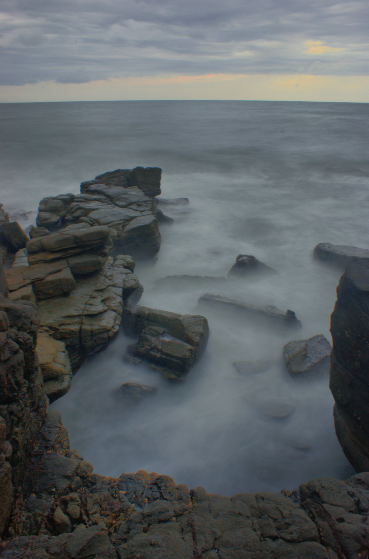 http://www.images.scottphotographics.com/shot-of-the-day/%234/On-the-rocks-Mooloolaba.jpg