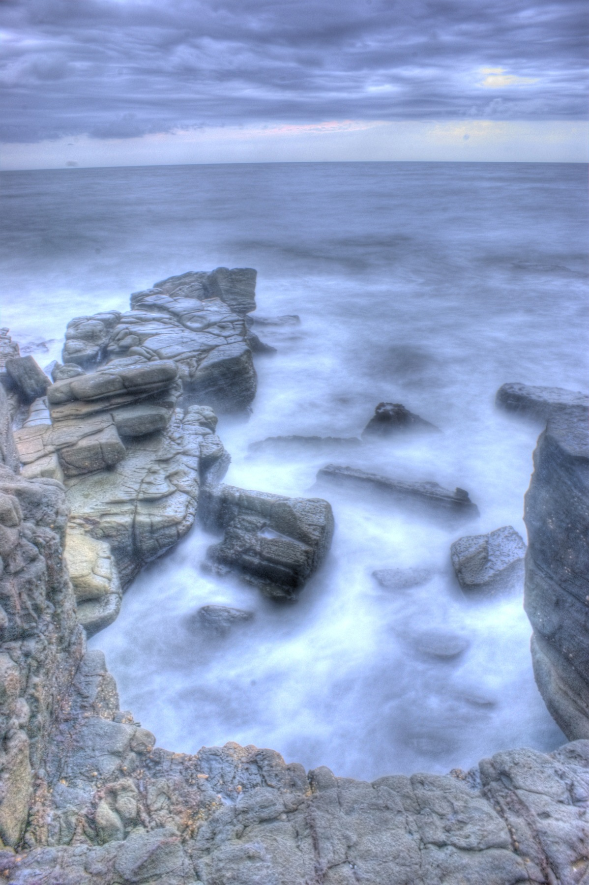 http://www.images.scottphotographics.com/shot-of-the-day/%234/On-the-rocks-Mooloolaba01.jpg