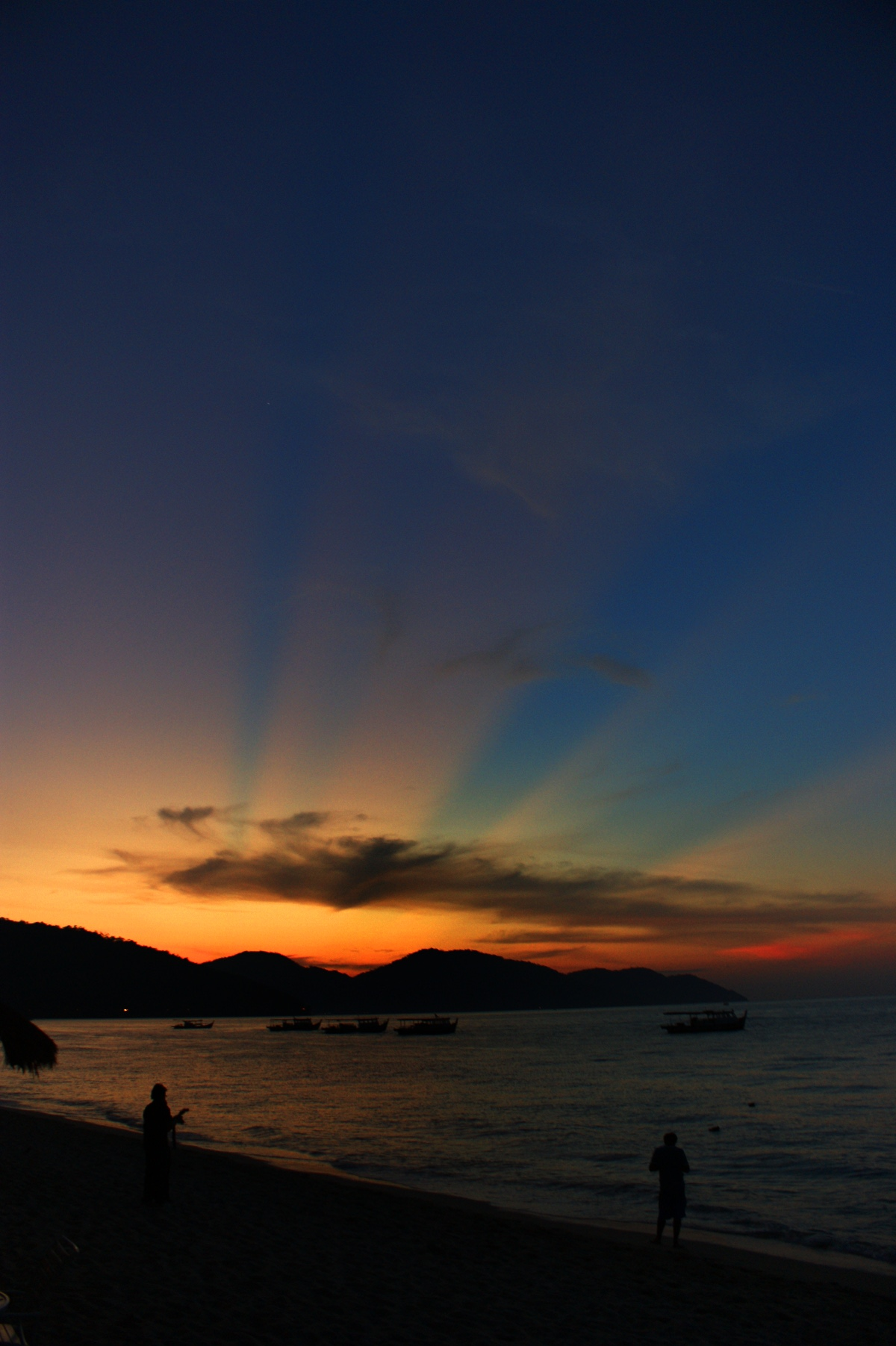 http://www.images.scottphotographics.com/shot-of-the-day/%236/penang-malaysia-beach-sunset-02.jpg