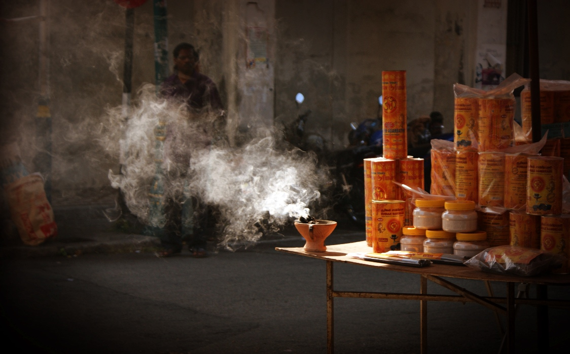 http://www.images.scottphotographics.com/shot-of-the-day/%239/incense-smoke-on-the-streets-of-penang-malaysia02.jpg