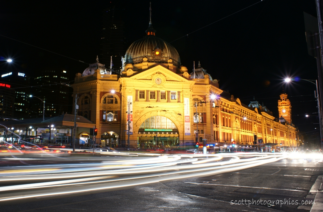 flinders-street-station-melbourne-night-lights