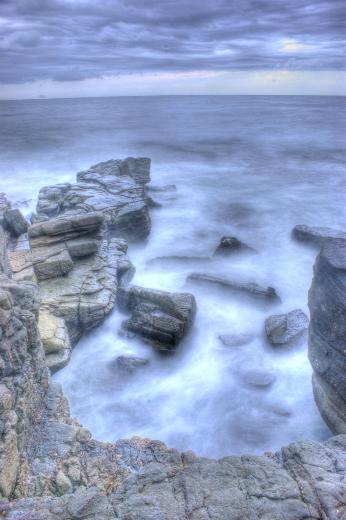 https://www.images.scottphotographics.com/shot-of-the-day/%234/On-the-rocks-Mooloolaba01.jpg