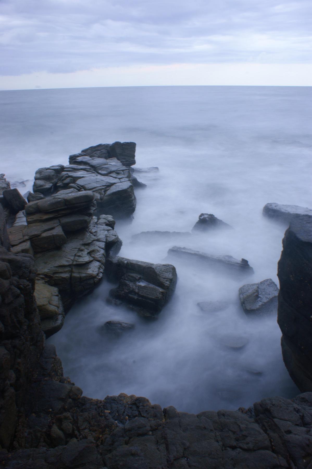 https://www.images.scottphotographics.com/shot-of-the-day/%234/On-the-rocks-Mooloolaba04.jpg